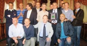 Foto di gruppo per la premiazione di Giovanni Pagliari in Comune