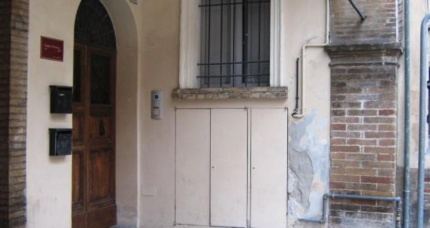 L'ingresso del B&B in cui è stato rinvenuto l'operaio
