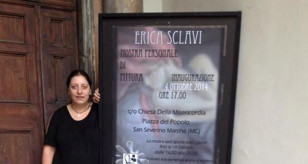 Erica Sclavi all'ingresso della mostra