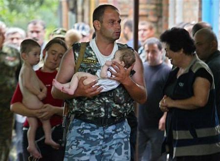 Un'immagine dei terribili momenti della strage di Beslan