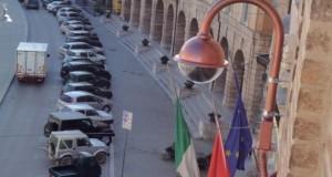 Immagine di videosorveglianza della piazza