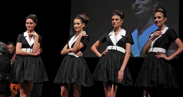 Modelle sul palco con i gioielli creati per la serata