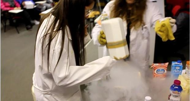 Il gelato preparato all'Itis con l'azoto liquido