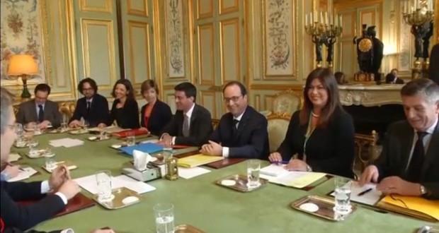 Il tavolo con Hollande e, al suo fianco, la traduttrice Cianficconi