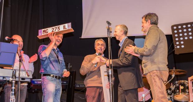 Aldo Merlini assieme al sindaco Cesare Martini, al presidente della Pro loco, Andrea Stortini, e al musicista Maurizio Moscatelli