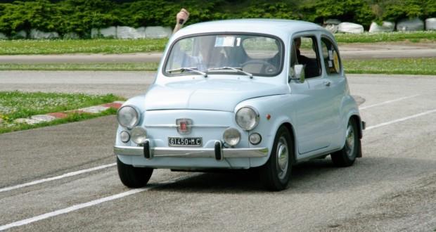 Auto d'epoca guidata da Pietro Caglini, presidente del Caem