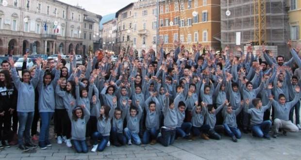 Il gruppone del BluGallery Team in Piazza del Popolo