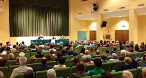 """Il Cardinal Menichelli parla di fronte a una sala da """"tutto esaurito"""""""