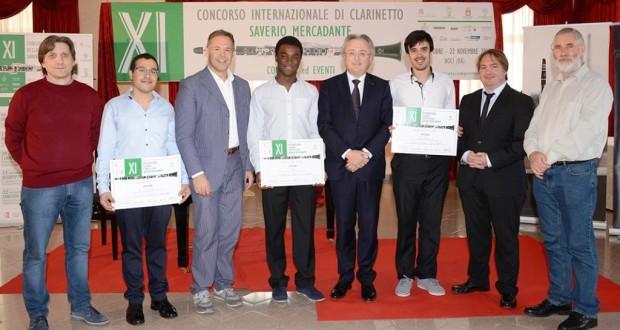 Il professor Correnti (primo da sinistra) a Bari