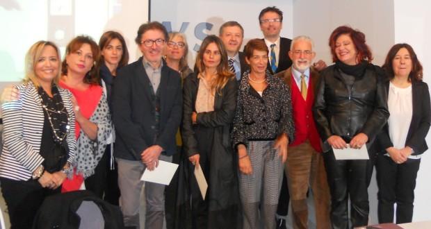 Paolo Gobbi nella foto di gruppo con altri artisti, giurati, curatori e amministratori comunali di Sassoferrato