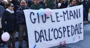 Una delle manifestazioni cittadine in difesa del nostro ospedale