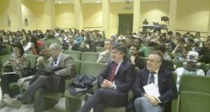 La platea di studenti: in primo piano il rettore Corradini e il direttore dell'Asur, Maccioni