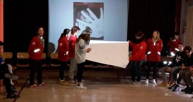 L'incontro delle volontarie della Cri alla scuola Media