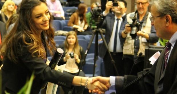Alessandra Corneli riceve la laurea in Ingegneria Edile