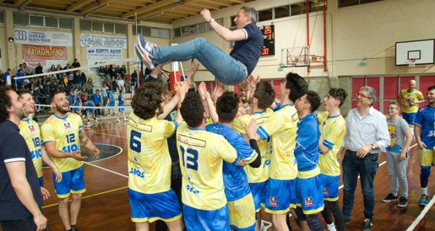 La squadra festeggia con il presidente Luca Crescenzi