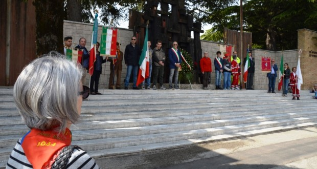 Cerimonia al monumento della Resistenza