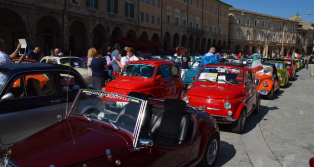Le Fiat 500 in piazza