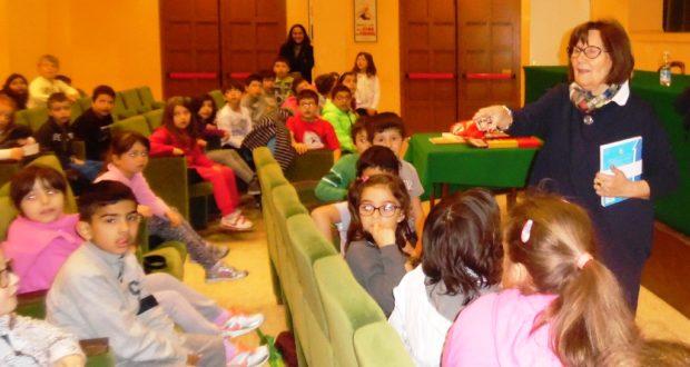 Ivonne Mesturini all'Italia con i bambini di seconda