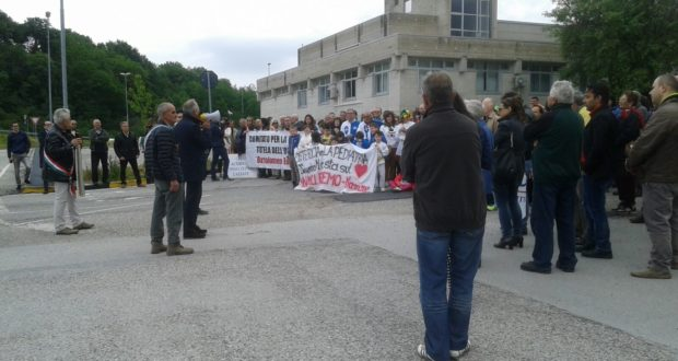 La protesta a sostegno dell'ospedale di San Severino