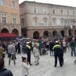 Il raduno in piazza