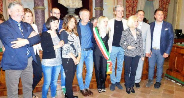 Il sindaco Rosa Piermattei con i rappresentanti di maggioranza