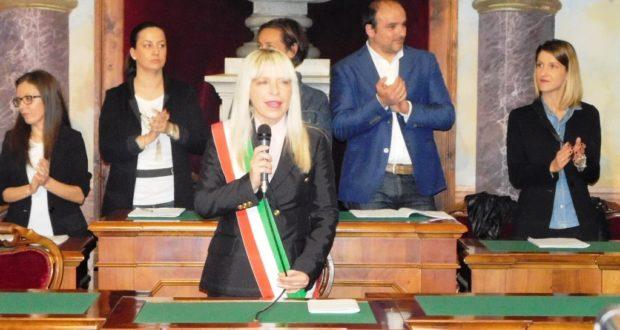 Il sindaco Rosa Piermattei subito dopo la proclamazione in sala consiliare