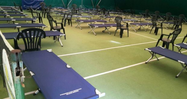 Le brandine sistemate all'interno del campo da tennis