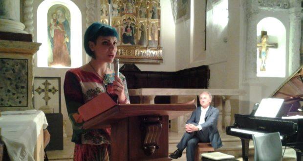 La vincitrice del concorso di poesia