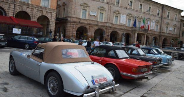 Le auto d'epoca in Piazza del Popolo