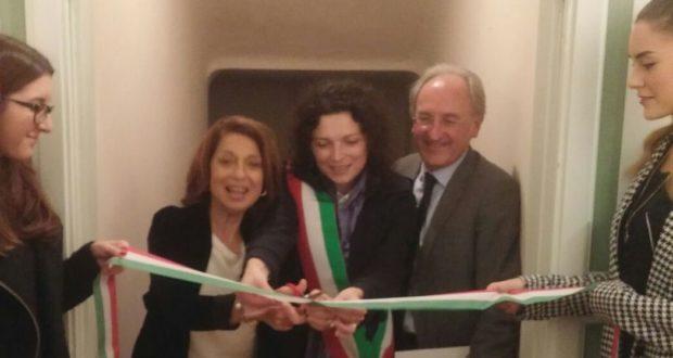 Il taglio del nastro da parte del prefetto, del sindaco e del presidente della Fondazione Claudi