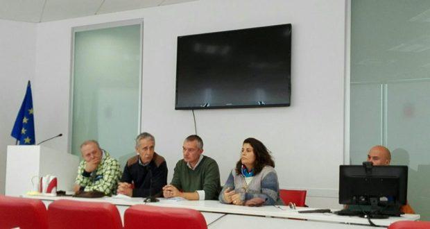 Il tavolo della conferenza stampa