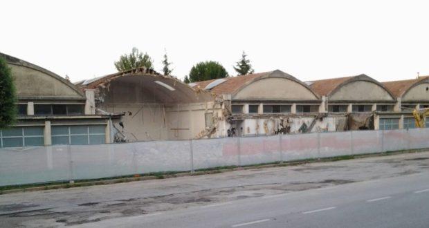 I vecchi capannoni dell'Itis demoliti: il cantiere obbliga il Comune a spostare i seggi che erano posti nella palazzina Informatica e nell'edificio della palestra