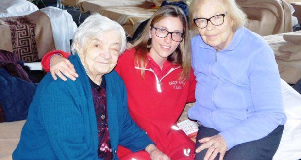 Alma e Lidia Bosoni con la giovane volontaria Cristina Carbini