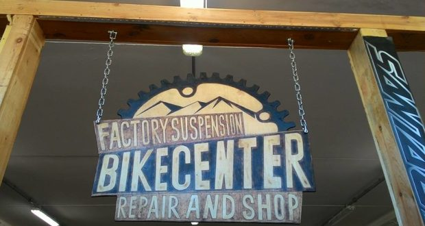 L'insegna del Bike Center in via Ferrante Ferranti
