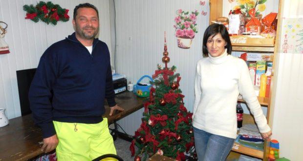 Stefano Stefanelli con la moglie Paola all'interno del container
