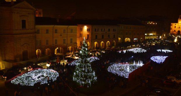 Luci accese in Piazza del Popolo