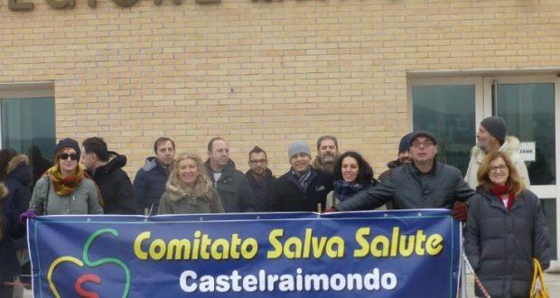 Manifestanti in Ancona contro la riapertura del cementificio