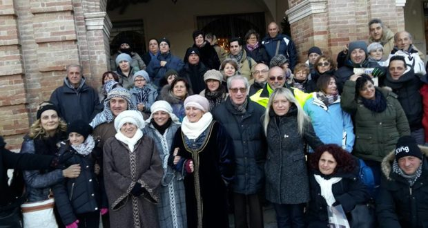 Il gruppo in Piazza del Popolo assieme al sindaco Rosa Piermattei