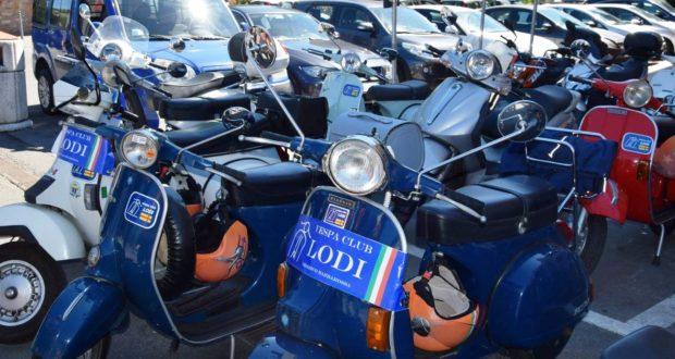 I mezzi del Vespa Club di Lodi