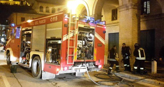 L'autobotte dei vigili del fuoco