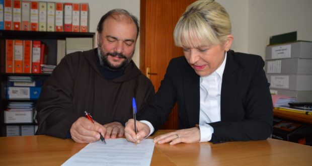 La firma della convenzione