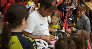 Il coach firma autografi a Praga