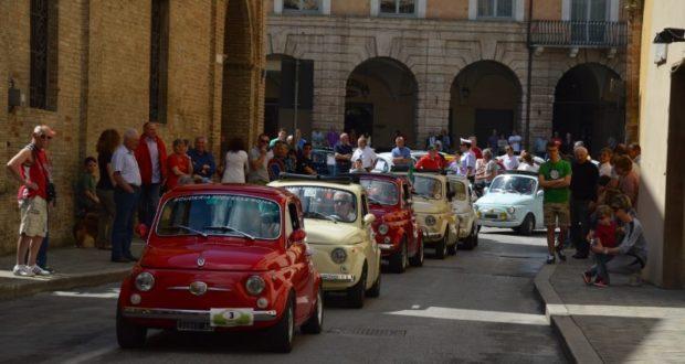L'uscita delle Cinquecento da Piazza del Popolo