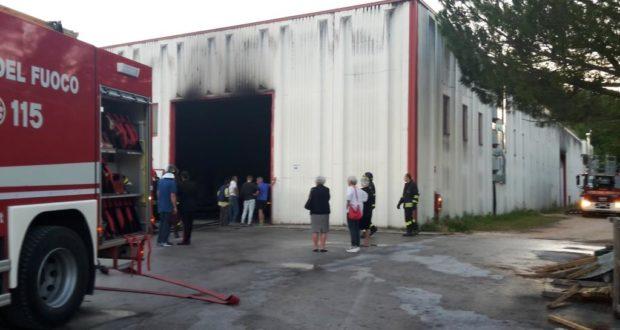 Il capannone nella zona industriale di Taccoli