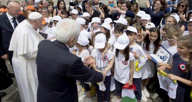 Il saluto dei bambini settempedani al Papa e al Presidente della Repubblica