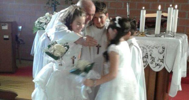 L'abbraccio con il parroco