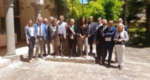 Foto di gruppo in Pinacoteca con i dirigenti di TotalErg