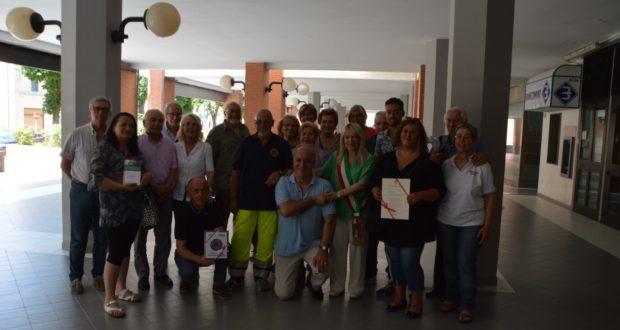 Foto di gruppo davanti alla sede dell'Unione montana, in viale Mazzini, a San Severino
