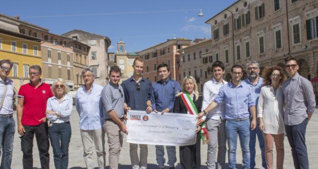 I generosi ragazzi di Parma consegnato il loro assegno al Corpo filarmonico Adriani