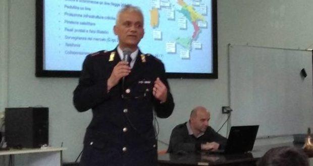 L'ispettore capo della Polizia postale di Macerata, Raffaele Daniele